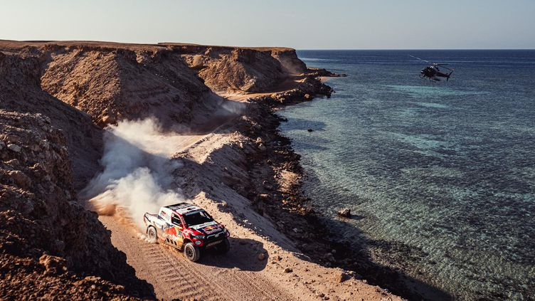 La Toyota de Nasser Al-Attiyah et Matthieu Baumel