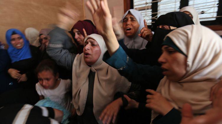 Des réfugiés palestiniens, le 15 mai 2018, dans le camp deNusseiratà Gaza. (MOHAMMED ABED / AFP)