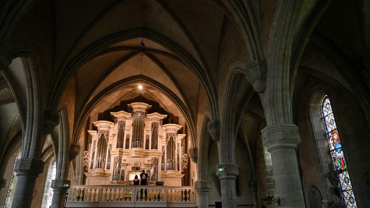 """L'orgue de l'église dePontaumu (Puy-de-Dôme) où se déroule le festival""""Bach en Combrailles"""" depuis 20 ans. (PHILIPPE DESMAZES / AFP)"""