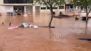 De fortes pluies se sont abattues sur le sud-ouest de l'Espagne. En images, retour jeudi 23 septembre sur le phénomène. (FRANCE 2)