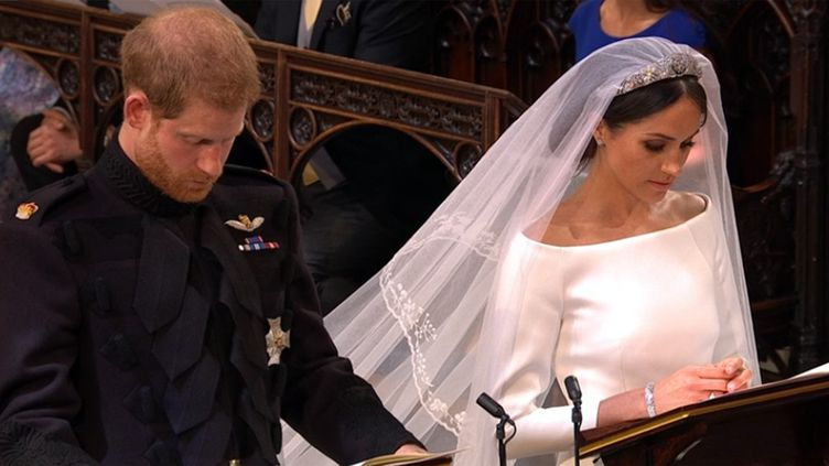 Harry et Meghan, juste mariés, pendant une séquence de prières  (Capture écran BBC)