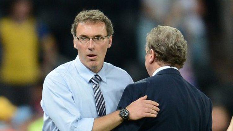 Laurent Blanc saluant Roy Hodgson à la fin du match