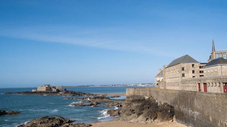 La côte bretonne à Saint-Malo (Ille-et-Vilaine), le 24 mai 2020. (MARTIN BERTRAND / HANS LUCAS / AFP)