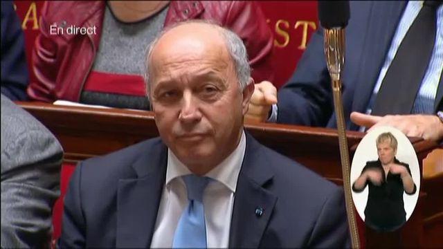 Valls salue Laurent Fabius qui quitte le gouvernement sous les applaudissements des députés