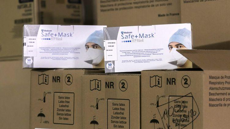 Stock de masques au Centre hospitalier métropole Savoie en mars 2020. (VINCENT ISORE / MAXPPP)