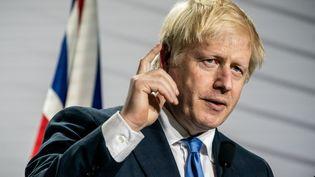 Boris Johnson lors du G7 à Biarritz (Pyrénées-Atlantiques), le 26 août 2019. (MICHAEL KAPPELER / DPA / AFP)