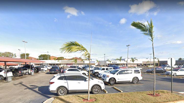 Trois individus ont ouvert le feu devant une salle de concert à Miami (Etats-Unis), le 30 mai 2021, avant de prendre la fuite. (GOOGLE STREET VIEW)