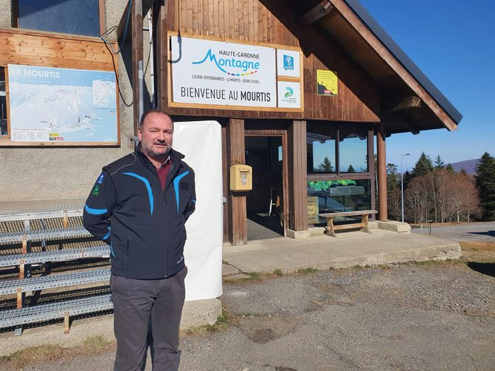 Hervé Pouneau, le directeur du syndicat mixteHaute-Garonne Montagne sur la station du Mourtis. (LAURIANE DELANOE / RADIO FRANCE)