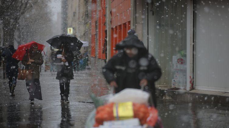 Les températures vont baisser à Paris. Il pourrait neiger, comme ici en 2016 (OLIVIER ARANDEL / MAXPPP)