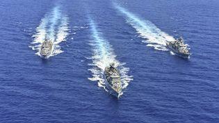 Des navires de la marine grecque pendant un exercice en Méditerranée orientale, le 26 août 2020. (HANDOUT / MINISTERE DE LA DEFENSE GREC)