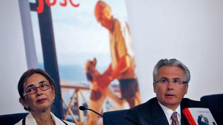 Pilar del Rio (gauche) et Baltasar Garzon à la présentation d'une biographie de Jose Saramago le 01/07/10 (AFP Desirée Martin)