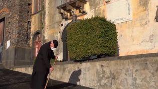Sicile : les éruptions de l'Etna recouvrent de nombreux villages de cendres (France 3)