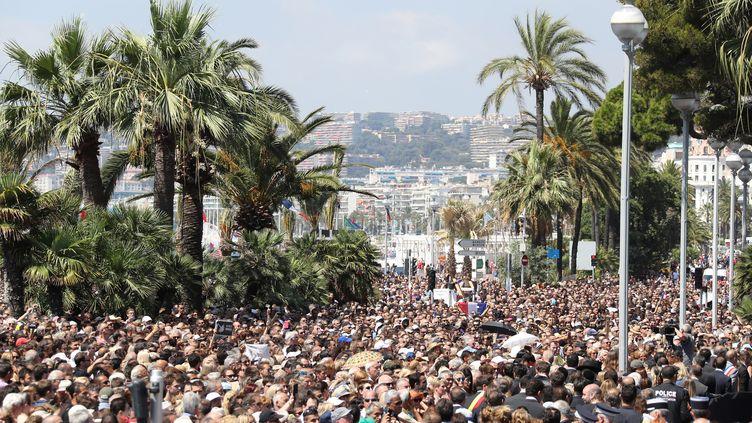 Minute de silence au jardin Albert 1er à Nice le 18 juillet 2016 (VALERY HACHE / AFP)