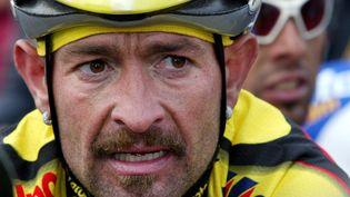 L'italien Marco Pantani lors de la 66e édition de la Flèche Wallonne, le 17 avril 2002 à Huy (Belgique). (FRANCK FIFE / AFP)