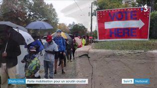 Une longue filed'attente pour aller voter aux élections de mi-mandat aux États-Unis (France 3)