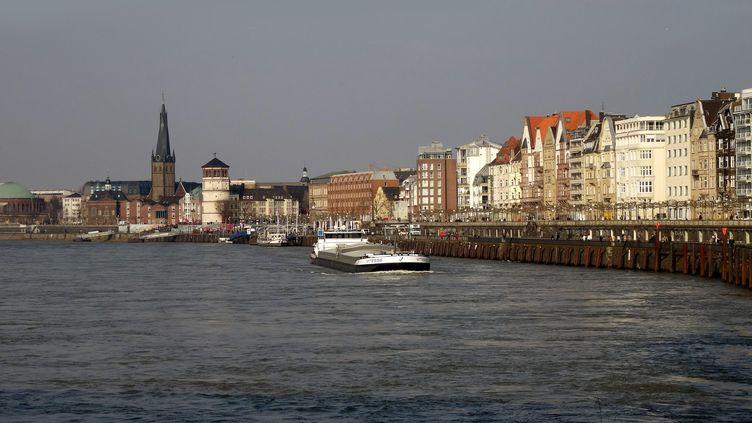 La vieille ville de Düsseldorf, au bord du Rhin (Allemagne), le 3 octobre 2010. (PICTURE ALLIANCE / HANS-JOACHIM RECH / AFP)