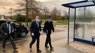 Le Premier Ministre arrive sur le site de la Cavale Blanche, à Brest, le 20 novembre 2020, accompagnédu président de l'Assemblée nationale Richard Ferrand. (NICOLAS OLIVIER / FRANCE-BLEU BREIZH IZEL)