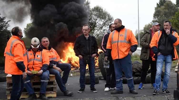 Des salariés d'Ascoval manifestent devant le site deSaint-Saulve (Nord), le 24 octobre 2018. (FRANCOIS LO PRESTI / AFP)