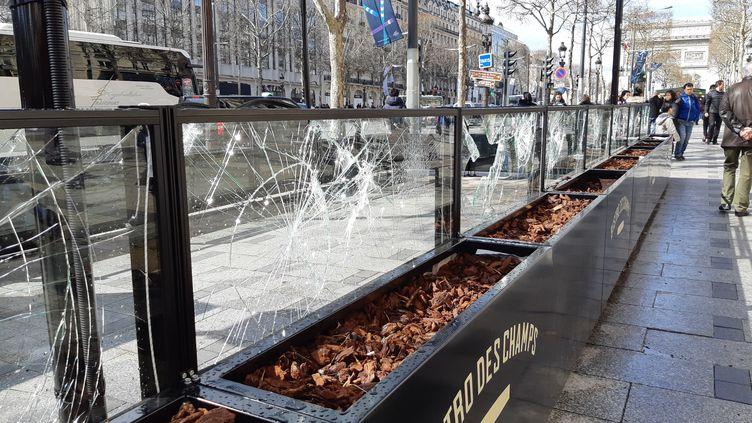 Dégradations sur les Champs-Elysées en marge du 18e samedi de mobilisation des gilets jaunes (SUZANNE SHOJAEI / FRANCE-BLEU PARIS)