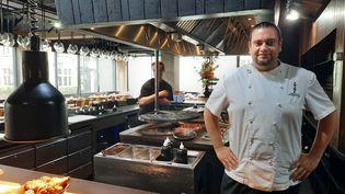 Jordan Sclare, patron du Chotto Matte, restaurant londonien. (RICHARD PLACE / RADIO FRANCE)