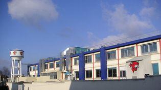 """L'usine de """"La vache qui rit"""", à Lons-le-Saunier, le 15 juin 2006. (SÉBASTIEN LORIEUX / FRANCE-INFO)"""