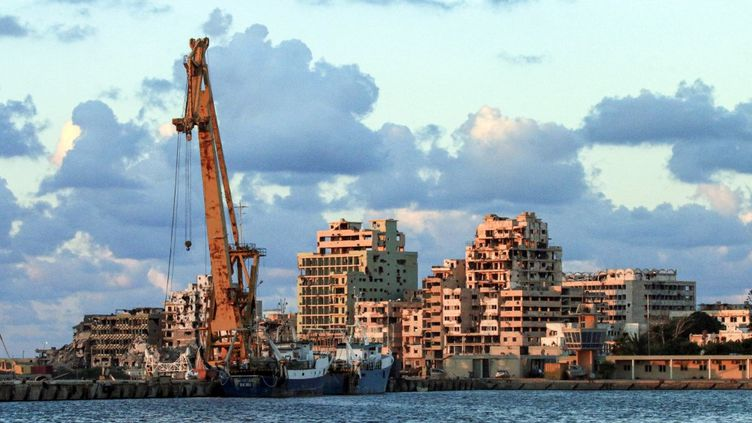 Une vue du front de mer de Benghazi, la grande ville portuaire à l'est de la Libye. (ABDULLAH DOMA / AFP)