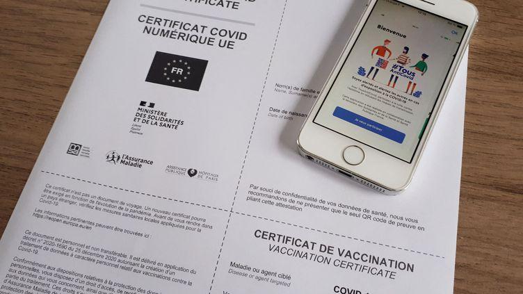 Un certificat de vaccination sous forme numérique et l'application TousAntiCovid à Limoges (Limousin), le 12 juillet 2021. (MAXPP)