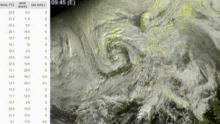 La tempête Amélie est encore loin des côtes françaises, mais elle se rapproche dangereusement. Météo France a placé huit départements de la façade atlantique en vigilance orange. (FRANCE 3)