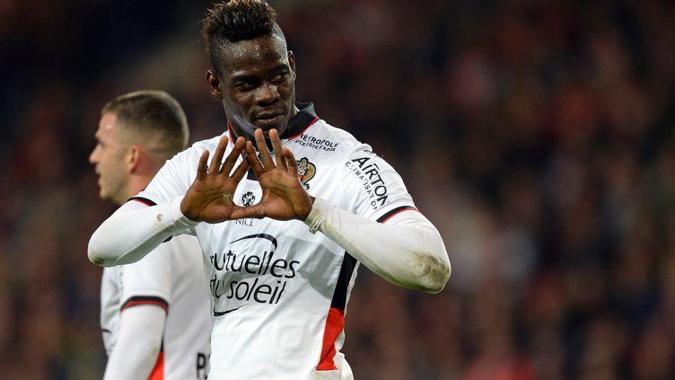 Mario Balotelli, l'attaquant italien de l'OGC Nice.  (DENIS CHARLET / AFP)
