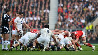 Mêlée entre les Gallois et les Anglais, le 12 mars 2016, lors de leur rencontre pendant le Tournoi des six nations, à Twickenham (Angleterre). (GLYN KIRK / AFP)