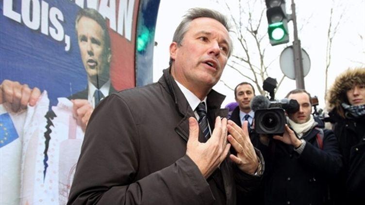 Le président de Debout la République (DLR), Nicolas Dupont-Aignan s'adresse à la presse, le 15 décembre 2010. (AFP- Pierre Verdy)