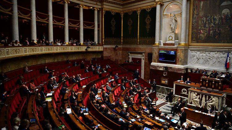 Les députés siègent à l'Assemblée nationale, le 17 décembre 2019. (CHRISTOPHE ARCHAMBAULT / AFP)