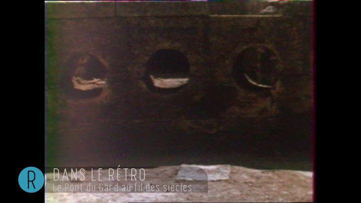 Le château d'eau est percé de trous qui permettaient le passage de tuyaux de plomb, et l'acheminement de l'eau jusqu'à Nîmes (INA)