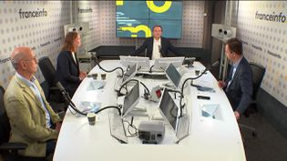Le plateau des informés du 11 octobre 2021 : Jean-Jérôme Bertolus, Marion Mourgues,Marc Fauvelle et Renaud Dély (de gauche à droite). (FRANCEINFO / RADIO FRANCE)