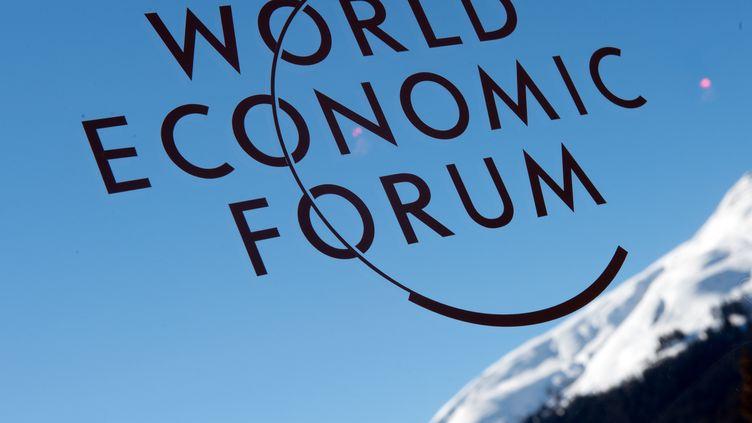 L'indice global de la compétitivité, créé en 2004 par le WEF, est établi à partir d'une centaine d'indicateurs économiques et de sondages réalisés auprès de 15 000 chefs d'entreprises dans plus de 140 pays. (JOHANNES EISELE / AFP)