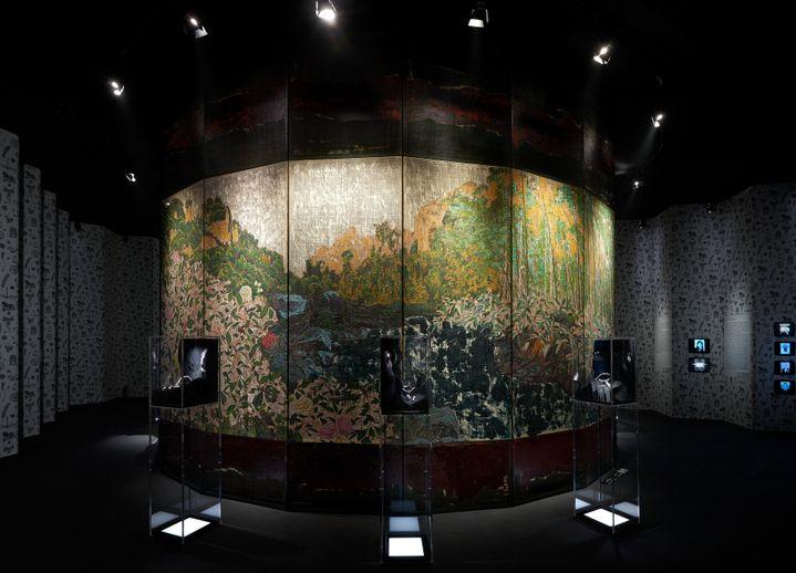 """Exposition """"Mademoiselle Privé"""" de Chanel à Shanghai : les paravents réinterprétés par l'artiste chinois Wu Guanzhen (OLIVIER.SAILLANT)"""