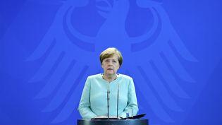 La chancelière allemande réagit au lendemain de l'annonce de Donald Trump de se retirer de l'accord de Paris sur le climat, le vendredi 2 juin à Berlin (Allemagne). (TOBIAS SCHWARZ / AFP)