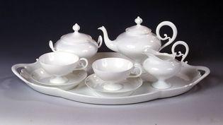 """Tête-à-tête """"service mousseline"""", porcelaine dure, manufacture Pouyat, 1862, Limoges  (Droits réservés)"""