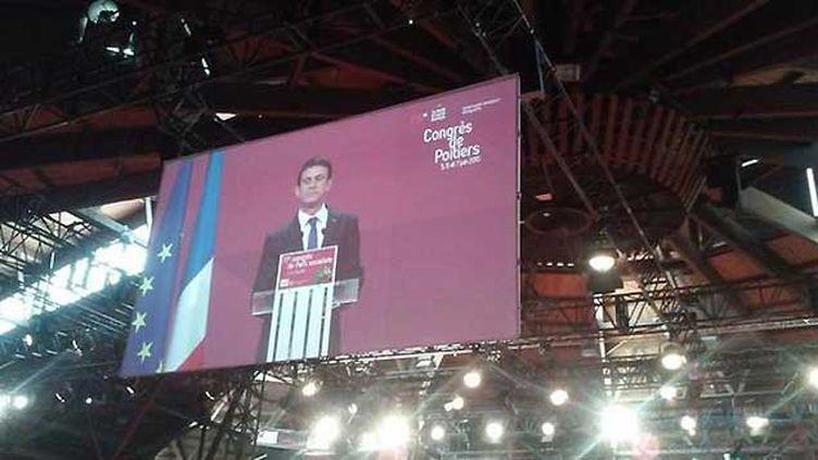 (Manuel Valls à la tribune du 77e congrès du PS, samedi à Poitiers © France Bleu Poitou)