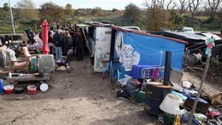 """Vue générale de la """"Jungle"""" de Calais (Pas-de-Calais), le 30 octobre 2015. (THIERRY THOREL / CITIZENSIDE.COM / AFP)"""