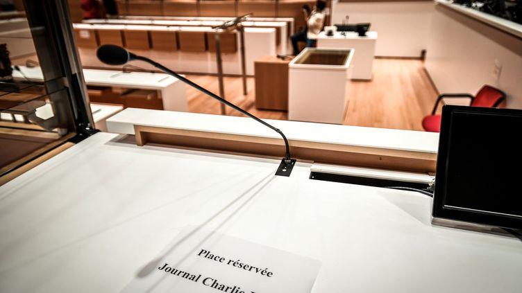 Le 27 août 2020, une vue de la salle où se tiendra le procès des attentats de janvier 2015 au palais de justice de Paris. (STEPHANE DE SAKUTIN / AFP)