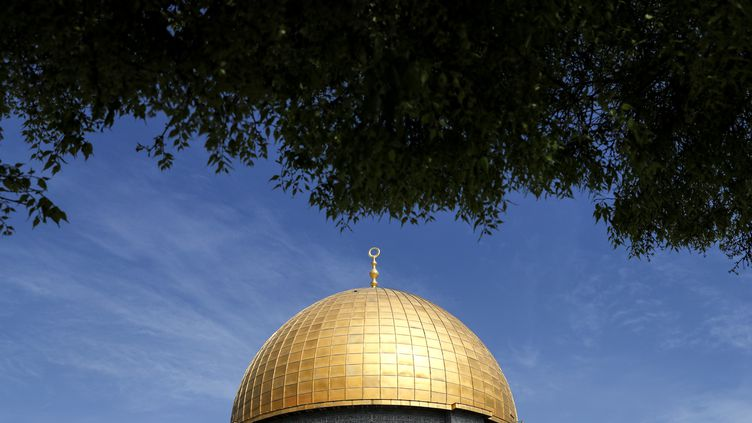 Vue de la mosquée Al-Asqa à Jérusalem, le 27 mars 2018. (AHMAD GHARABLI / AFP)