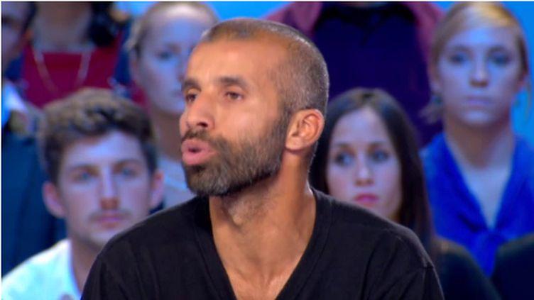 """Nadir Dendoune sur le plateau du """"Grand Journal"""", sur Canal+, le 24 septembre 2012. (CANAL + / FTVI)"""