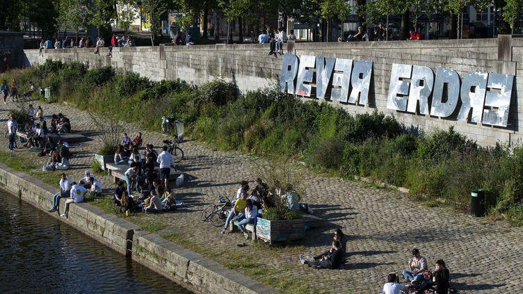 A Nantes sur les bords de l'Erdre samedi 16 mai,la consommation d'alcool et les pique-niques ont été interdits en centre-ville et sur les bords de l'Erdre (photo d'illustration). (OLIVIER LANRIVAIN / MAXPPP)