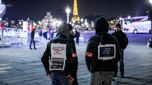 Des policiers protestent à Paris, le 24 novembre 2016, pour soutenir leurs collègues attaqués à Viry-Châtillon (Essonne). (MAXPPP)