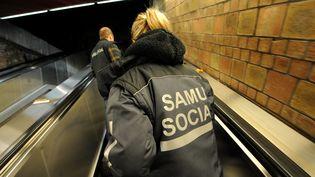 Des membres du Samu social partent à la recherche de personnes dans le besoin, le 21 novembre 2012 à Lille (Nord). (MAXPPP)