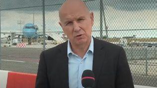 Une cérémonie en hommage aux six humanitaires français décédés au Niger se tiendra vendredi 14 aout à l'aéroport d'Orly en présence du Premier ministre. (FRANCE 2)