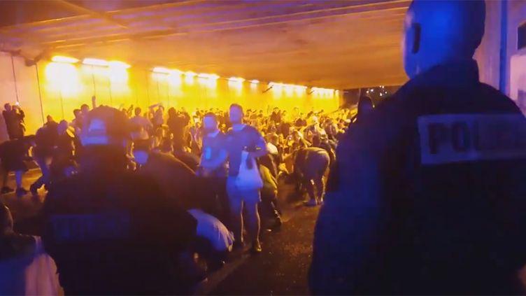 Les Irlandais entonnent une chanson à la gloire des policiers