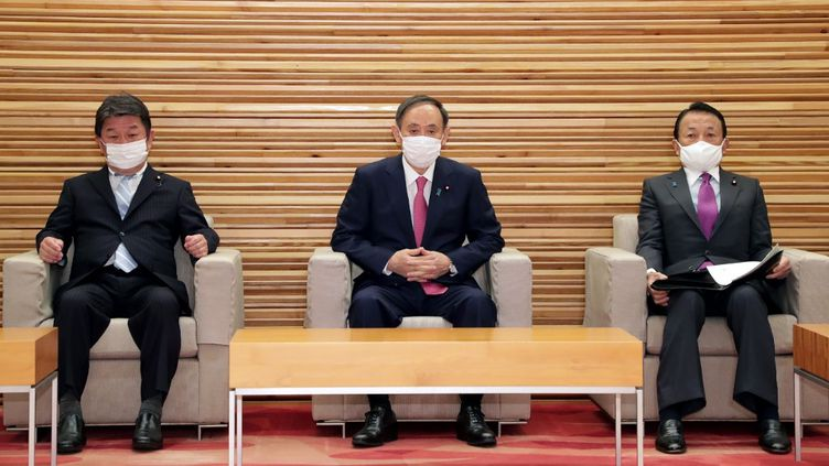 Le Premier ministre japonais, Yoshihide Suga, à Tokyo, le 22 janvier 2021. (STR / JIJI PRESS / AFP)