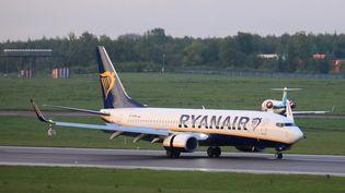 Le Boeing 737-8AS de la compagnie Ryanair détourné par les autorités biélorusses à Minsk, le 23 mai 2021. (PETRAS MALUKAS / AFP)